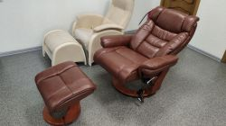 Кожаное кресло-реклайнер Relax Zuel 7582 W с пуфом для ног (Образец)
